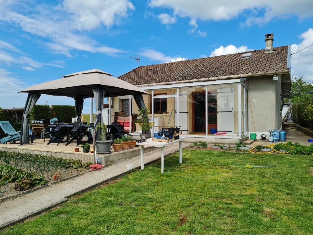 SAINT-HILAIRE-LES-PLACES – Maison avec jardin et garage